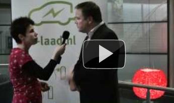 Videoblog: e-laad schenkt oplaadpaal aan HTS Autotechniek HAN