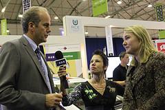 Fotoblog: minister Schultz van Haegen bezoekt ACE op Ecomobiel beurs