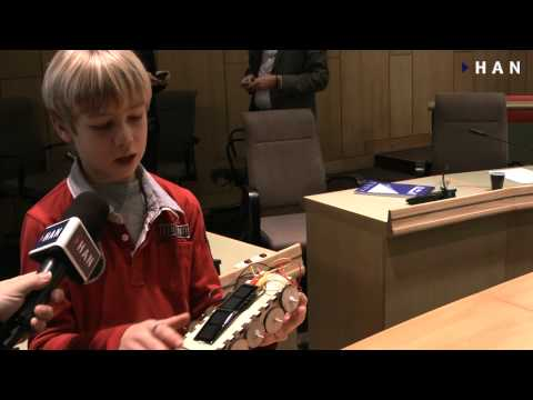 Videoblog: Basisschoolleerlingen ontwerpen zonne-energie producten in het FabLab Arnhem