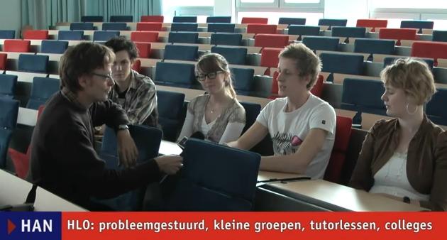 Videoblog: Bas, Tiemen, Mathia en Lize van HAN HLO over probleemgestuurd onderwijs, kleine groepen, college en tutorlessen